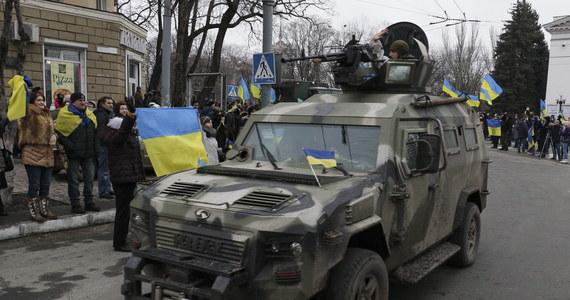 Prorosyjscy separatyści otrzymali zadanie zdobycia miast Debalcewe i Mariupol w obwodzie donieckim - taką informację przekazał wiceminister obrony Ukrainy Petro Meched. Porozumienie z Mińska zakłada wstrzymanie ognia na wschodzie Ukrainy w nocy z sobotę na niedzielę.