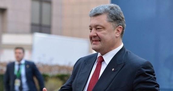 Prezydent Ukrainy Petro Poroszenko zapowiedział wprowadzenie stanu wojennego na terytorium całego państwa, jeśli bojownicy w Donbasie nie wstrzymają w nocy ognia w tym regionie.