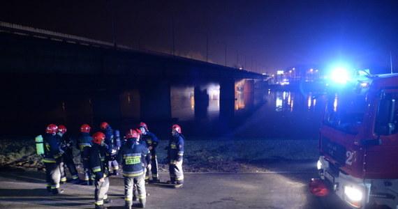 W niedzielę eksperci sporządzą bilans strat po pożarze Mostu Łazienkowego. Wciąż nie wiadomo, jak długo będzie zamknięta ta główna warszawska przeprawa.