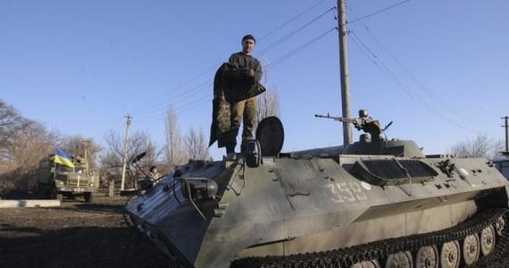 Dwaj cywile zginęli po wejściu w życie w nocy porozumienia o zawieszeniu broni w konflikcie z prorosyjskimi separatystami w Donbasie - podały ukraińskie władze.