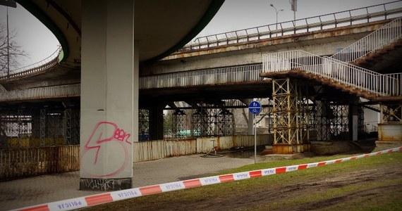 Prokuratura zajęła się pożarem Mostu Łazienkowskiego w Warszawie. Na przeprawie, która wczoraj stanęła w płomieniach, pracuje dwóch śledczych. Ogień udało się ugasić dopiero nad ranem, po 12 godzinach akcji.