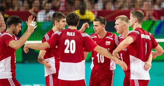 Belgia, Białoruś i Słowenia lub Portugalia - to rywale reprezentacji Polski siatkarzy w tegorocznych mistrzostwach Europy, które odbędą się w Bułgarii i Włoszech. Biało-czerwoni w fazie grupowej zagrają w Warnie. Uroczysta ceremonia losowania odbyła się w Teatrze Narodowym w Sofii. Europejski czempionat rozpocznie się 9 października i potrwa przez 9 dni.