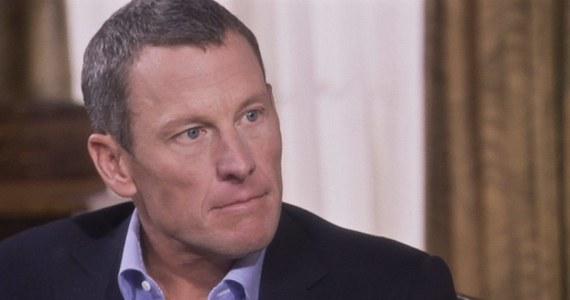 Lance Armstrong – były amerykański kolarz, który w styczniu 2013 roku przyznał się do stosowania dopingu, musi oddać 10 mln dolarów firmie ubezpieczeniowej za wypłacone premie za zwycięstwa w Tour de Franc. Decyzję w tej sprawie podjął sąd w Dallas w stanie Teksas.