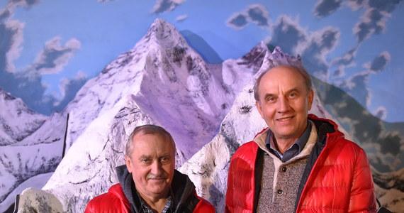 Trzydzieści pięć lat temu, 17 lutego 1980 roku, Leszek Cichy i Krzysztof Wielicki jako pierwsi alpiniści w historii zdobyli zimą najwyższą górę świata - Mount Everest (8850 m). 20-osobową, narodową wyprawą kierował prekursor zimowego himalaizmu Andrzej Zawada.