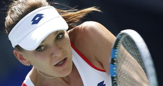 Rozstawiona z numerem piątym Agnieszka Radwańska przegrała z Hiszpanką Garbine Muguruzą 4:6, 2:6 w 1/8 finału turnieju WTA Premier w Dubaju (pula nagród 2,513 mln dolarów). Polka od wczoraj skarżyła się na złe samopoczucie.