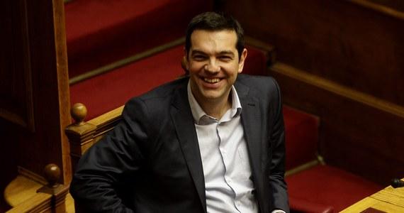 Rząd Grecji wystąpił formalnie o przedłużenie o sześć miesięcy międzynarodowego programu pomocowego, uzgodnionego ze strefą euro. Przewodniczący eurogrupy Jeroen Dijsselbloem potwierdził już, że euroland dostał taki wniosek. Według agencji Reutera, po przedłużeniu programu warunki, na których pomoc ma być udzielana, mają różnić się od obecnych zobowiązań Grecji.