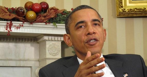 """Zachód ma """"skomplikowaną historię"""" z Bliskim Wschodem, """"ale pogląd, że toczymy wojnę z islamem jest obrzydliwym kłamstwem, które wszyscy musimy odrzucać"""" – stwierdził amerykański prezydent Barack Obama na szczycie poświęconym walce z ekstremizmem. """"To ludzie, a nie żadna religia odpowiedzialni są za przemoc i terroryzm"""" – dodał."""