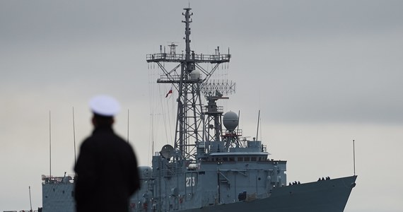 Na ponad 3,5 tysiąca złotych oszacowano wstępnie uszkodzenia na okręcie ORP Generał Tadeusz Kościuszko, o którego w poniedziałek podczas manewrów na Bałtyku otarł się okręt ratowniczy ORP Lech. Na razie nie wiadomo, kiedy oba okręty będą mogły ponownie wyjść w morze.