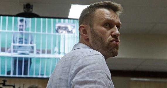 Sąd Rejonowy w Moskwie skazał jednego z liderów opozycji w Rosji Aleksieja Nawalnego na 15 dni aresztu za złamanie przepisów o zgromadzeniach, wiecach, demonstracjach, pochodach i pikietach. Sąd uznał, że aktywista nawoływał do udziału w nielegalnej akcji.