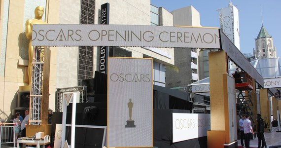 Przed Dolby Theatre w Hollywood trwają wielkie przygotowania do niedzielnej ceremonii wręczenia Oscarów. Na ulicy położono już czerwony dywan, ustawiono trybuny dla widzów. Teraz czas na dekoracje.