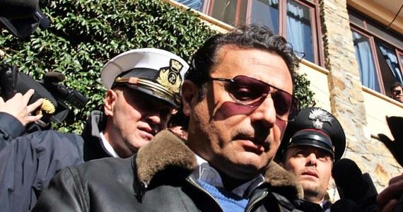 """Na północy Włoch odsłonięto posąg kapitana statku Costa Concordia Francesco Schettino. Nazwano go """"Hańba"""". Powstał również  pomnik szefa sztabu kryzysowego kapitanatu Gregorio De Falco, który po katastrofie kazał Schettino wracać na pokład. W tym przypadku rzeźbę nazwano """"Honor""""."""