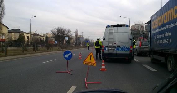 Dwie osoby, w tym roczne dziecko, zostały ranne w wypadku na ulicy Ostrobramskiej w Warszawie. Doszło tam do zderzenia autobusu miejskiego - linii 525 - i osobówki.