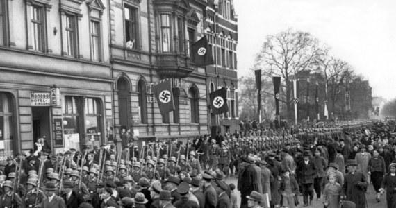 """""""Der Spiegel"""" zarzuca rządowi RFN, że w procesie zjednoczenia Niemiec w 1990 roku stosował kontrowersyjne chwyty, aby uniemożliwić Grecji i innym krajom poszkodowanym przez III Rzeszę dochodzenie roszczeń z tytułu reparacji wojennych. Redakcja przeanalizowała dokumenty z lat 1989-1990 dotyczące procesu zjednoczenia Niemiec."""
