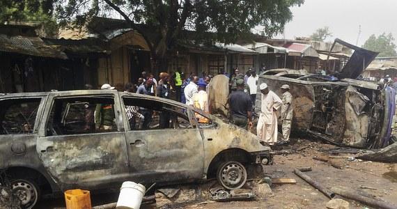 Dziewczynka w wieku mniej więcej 10 lat dokonała samobójczego zamachu bombowego na zatłoczonym rynku w mieście Potiskum w północno-wschodniej Nigerii, zabijając cztery osoby i raniąc 46 - poinformowały nigeryjskie władze. Dotychczas nikt nie przyznał się do zamachu, ale nosił on cechy charakterystyczne dla ataków dokonywanych przez islamskich ekstremistów z Boko Haram. Rosną obawy, że organizacja może zacząć wykorzystywać do samobójczych zamachów bombowych uprowadzone w ubiegłym roku uczennice.