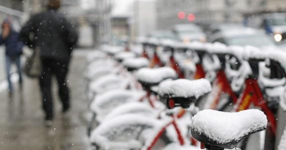 Pierwszy dzień marca upłynie pod znakiem chmur i deszczu. Dobra informacja jest taka, że będzie ciepło. Na termometrach na południu kraju zobaczymy nawet 11 stopni Celsjusza. W kolejnych padać może w całej Polsce. Poprawa aury nastąpi dopiero w drugiej połowie przyszłego tygodnia.