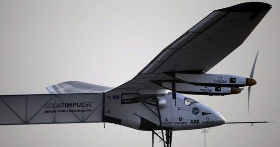 """Historyczny dzień w światowym lotnictwie! Tak komentowany jest pierwszy lot dookoła świata samolotu """"Solar Impulse 2"""" – całkowicie napędzanego energią słoneczną. Lot rozłożony został na 12 etapów. Przedsięwzięcie ma trwać pięć miesięcy, bo maszyna nie przekracza 100 kilometrów na godzinę."""