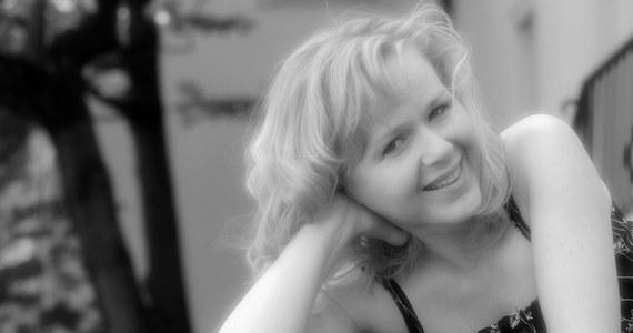 """W wieku 43 lat zmarła w Warszawie Agnieszka Kotlarska, odtwórczyni jednej z głównych ról w filmie Jacka Bromskiego """"U Pana Boga za miedzą"""". Aktorka zmarła we wtorek, 10 marca. Informację o śmierci aktorki podał na swej stronie portal filmpolski.pl."""