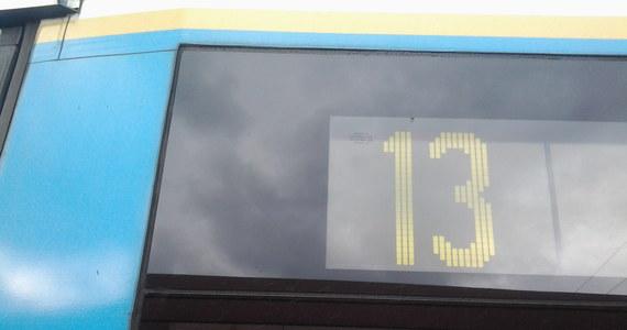 W piątek trzynastego, dokładnie o 13:13 nasz mikrofon pojawił się na pokładzie krakowskiego tramwaju numer 13. Sprawdzaliśmy, czy pasażerowie nie mają obaw przed wejściem na pokład i jakie historie mogą wydarzyć się tego dnia w takim tramwaju.