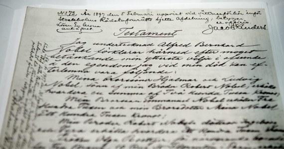 Testament Alfreda Nobla, w którym znalazł się zapis o ustanowieniu Nagrody Nobla, został po raz pierwszy udostępniony publiczności w Muzeum Noblowskim w Sztokholmie. Czterostronicowy dokument badacz sporządził własnoręcznie 27 listopada 1895 roku w Paryżu.