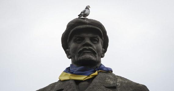 """Samobójstwa ukraińskich polityków i urzędników związanych z Partią Regionów obalonego w ubiegłym roku prezydenta Wiktora Janukowycza nie łączą się w jedną całość; każde miało indywidualne motywy - uważają przedstawiciele władz w Kijowie. """"Nie widzę w tym żadnego schematu. Oczekuję jednak, że wokół tego tematu będzie wiele spekulacji"""" -  oświadczył minister spraw wewnętrznych Ukrainy Arsen Awakow."""