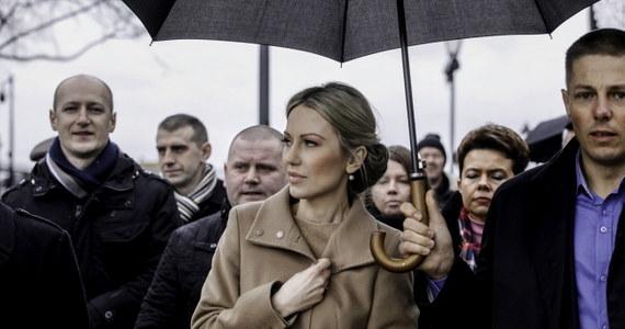 """""""Będę walczyła o zwiększenie kwoty wolnej od podatku. Na przykład w Hiszpanii w przeliczeniu na złotówki to jest 70 tys. rocznie, w Polsce to jest 3,5 tys. Ja uważam, że podniesienie tej kwoty do 20 tys. zł rocznie pomoże emerytom, pomoże najbiedniejszym"""" powiedziała Magdalena Ogórek, kandydatka Sojuszu Lewicy Demokratycznej na prezydenta podczas spotkania w Kielcach. Mówiła też o planach """"uwolnienia energii przedsiębiorców""""."""