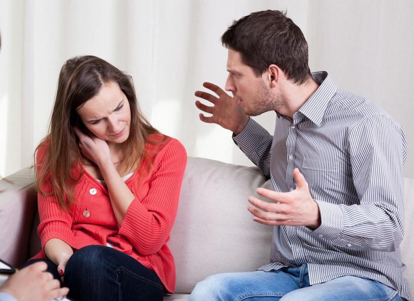 """W każdym stałym związku muszą pojawiać się kryzysy. Ważne jest co w tej sytuacji zrobią partnerzy. Jak wyjść obronną ręką i umocnić więź z ukochaną osobą po przejściu przez """"ciche dni""""?"""