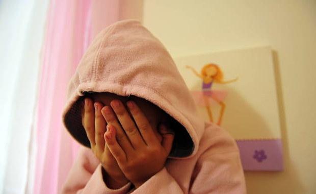 34-letnia Brytyjka została skazana na dożywocie za kierowanie gangiem pedofilskim działającym w okolicach Londynu. Grupa przez dekadę molestowała piątkę małych dzieci.