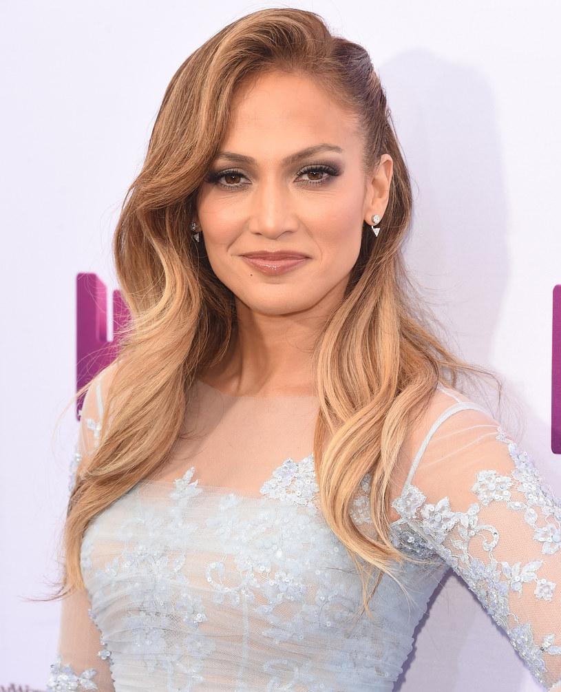 """Jennifer Lopez, po tym jak zagrała mamę Rihanny w animowanym filmie """"Dom"""", zdradziła, że chciałaby nagrać wspólną piosenkę z karaibską gwiazdą."""