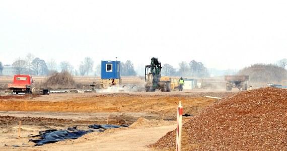 Jest prokuratorskie śledztwo w sprawie jednej z największych drogowych inwestycji we Włocławku - ustalił reporter RMF FM Paweł Balinowski. Chodzi o wartą 285 milionów przebudowę drogi krajowej numer 91. Śledztwo wszczęto po miażdżącym raporcie Najwyższej Izby Kontroli, który nie zostawił na inwestycji suchej nitki.
