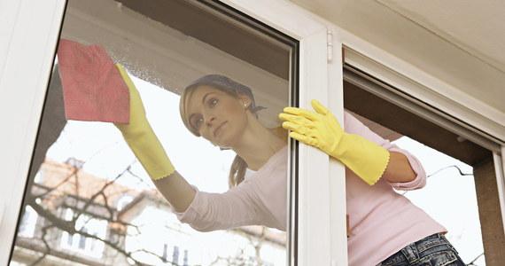 """Dziś w """"Twoich pieniądzach"""" zajmujemy się odświeżaniem. To obejmuje także mieszkanie, co najłatwiej zrobić za pomocą wiosennych porządków. Tylko przy myciu okien możecie zaoszczędzić nawet połowę, gdy zrezygnujecie z profesjonalnej firmy sprzątającej na rzecz indywidualnej pomocy domowej."""