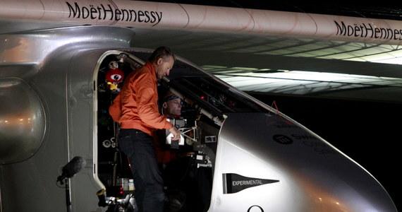 Samolot o napędzie słonecznym Solar Impulse 2 wylądował nad ranem w środkowych Chinach kończąc kolejny etap historycznego lotu dookoła świata. Jego celem jest propagowanie stosowania odnawialnej energii - poinformowali organizatorzy.