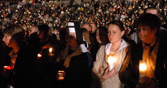 Msze, marsze, modlitewne czuwania. Mija 10. rocznica śmierci Jana Pawła II. W wielu miejscach związane z nią uroczystości będą skromniejsze lub zostały przesunięte, bowiem rocznica wypada w Wielki Czwartek.