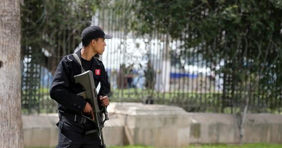 Tunezyjska policja zatrzymała 21 osób, które były bezpośrednio zamieszane w zamach na Muzeum Bardo w Tunisie. W ataku z 18 marca zginęło 21 zagranicznych turystów. .