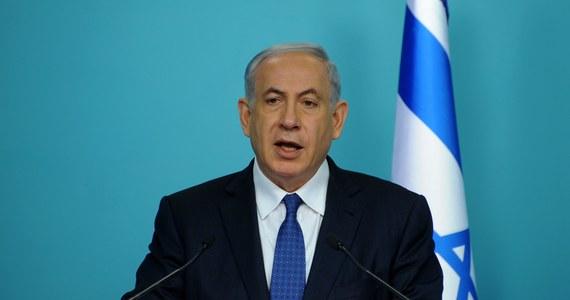 Izrael ostro sprzeciwia się wstępnemu porozumieniu nuklearnemu sześciu mocarstw z Iranem i ocenia, że ostateczne porozumienie będzie zagrażało istnieniu Izraela - takie stanowisko przekazał prezydentowi USA Barackowi Obamie premier Izraela Benjamin Netanjahu.