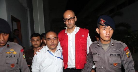 Na 10 lat więzienia skazał sąd w Dżakarcie nauczyciela z Kanady i jego indonezyjskiego asystenta za wykorzystywanie seksualne trójki dzieci w prestiżowej szkole międzynarodowej w stolicy Indonezji. 45-letni Kanadyjczyk Neil Bantleman, który został aresztowany w lipcu ubiegłego roku, nie przyznaje się do winy i będzie odwoływał się od wyroku.