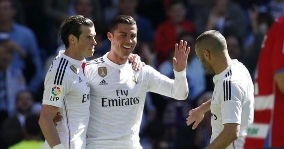 """Real Madryt pokonał Granadę 9:1 (4:0) w wielkanocną niedzielę. Pięć bramek dla """"Królewskich"""" zdobył Cristiano Rolando. W tabeli hiszpańskiej ekstraklasy piłkarskiej Real traci punkt do Barcelony, która o godz. 21 zagra na wyjeździe z Celtą Vigo."""