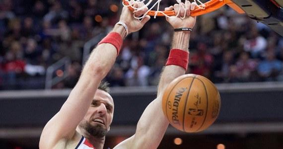 Marcin Gortat awansował na trzecie miejsce wśród najcelniej rzucających koszykarzy ligi NBA po rozegraniu 79 spotkań sezonu zasadniczego. Środkowy Washington Wizards trafia z gry ze skutecznością 57 proc. Liderem jest DeAndre Jordan (LA Clippers) - 70,7 proc. Polaka wyprzedza jeszcze tylko Amir Johnson - 57,7.