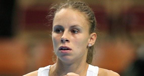 Magda Linette i francuska tenisistka Alize Cornet przegrały z Belgijką Ysaline Bonaventure i Holenderką Demi Schuurs 4:6, 2:6 w półfinale debla turnieju WTA na twardych kortach w Katowicach (pula nagród 250 tys. dolarów). Wieczorem w półfinale singla walczyć będzie rozstawiona z numerem pierwszym Agnieszka Radwańska.