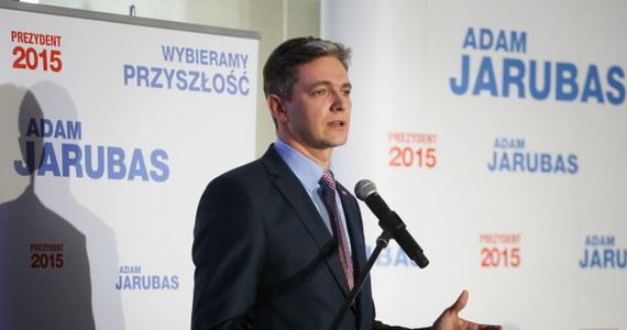 """Wprowadzenie systemu udogodnień dla młodych przedsiębiorców i uproszczenie systemu podatkowego oraz wsparcie dla małych i średnich firm - takie postulaty przedstawił kandydat Polskiego Stronnictwa Ludowego na prezydenta Adam Jarubas. Jego zdaniem trzeba robić jak najwięcej, by tworzyć dobre warunki do funkcjonowania małych i średnich przedsiębiorstw, bo """"lata kryzysu pokazały"""", że są w nich """"najbezpieczniejsze miejsca pracy"""". """"Ta lekcja kryzysu powinna nas wiele nauczyć"""" – przekonywał Jarubas."""