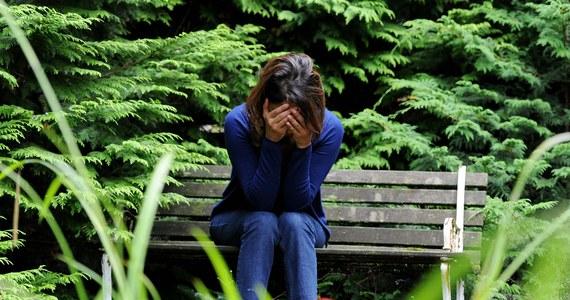 """Około 300 osób w wieku 16-19 lat popełnia w Polsce co roku samobójstwo. """"Te dane nie obrazują prawdziwej skali problemu, gdyż nie ma dobrego ogólnopolskiego rejestru samobójstw"""" - uważa psychiatra dr Paweł Kropiwnicki z Kliniki Psychiatrii Młodzieżowej Uniwersytetu Medycznego w Łodzi."""