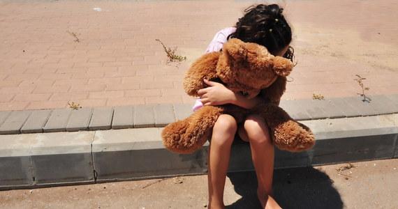 Polak podejrzany o porwanie, zgwałcenie i zabicie 9-letniej dziewczynki koło Calais we Francji przyznał się w czasie przesłuchań do winy. Ogłosił to prokurator z Boulogne-sur-Mer Jean-Pierre Valensi, według którego 38-letni mężczyzna to recydywista, który był karany zarówno we Francji jak i w Polsce. Tuż przed wczorajszym porwaniem dziecka Polak przybył do Calais samochodem z Warszawy.