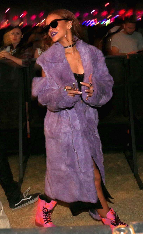 W sieci pojawił się filmik, w którym Rihanna ze znajomymi bawi na Coachelli. Internauci zauważyli jednak przesłanki, które wskazywały, że gwiazda była pod wpływem kokainy.