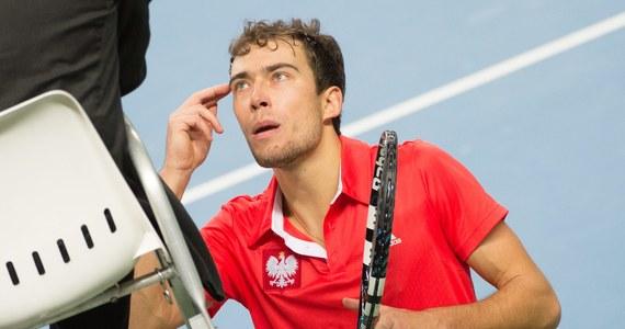 Jerzy Janowicz zrezygnował ze startu w rozpoczynającym się w poniedziałek turnieju ATP na kortach ziemnych w Barcelonie. 24-letni łodzianin walczy z kontuzją pleców.