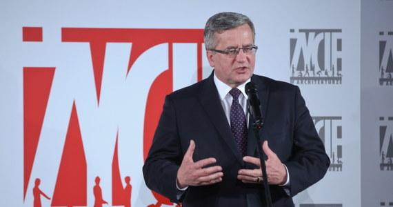 """Gdyby wybory prezydenckie odbyły się w połowie kwietnia, na Bronisława Komorowskiego zagłosowałaby blisko połowa Polaków (49 proc.) – podaje """"Newsweek"""", powołując się na badanie pracowni Estymator. Według sondażu, na drugim miejscu byłby kandydat PiS Andrzej Duda z 29 proc. poparciem."""