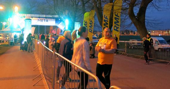 Adam Czerwiński z Krakowa i Agnieszka Cader z Zabierzowa najlepsi w nocnej rywalizacji na 10. kilometrów, otwierającej Krakowskie Spotkania Biegowe. Metę na Błoniach osiągnęło ponad dwa tysiące biegaczy.