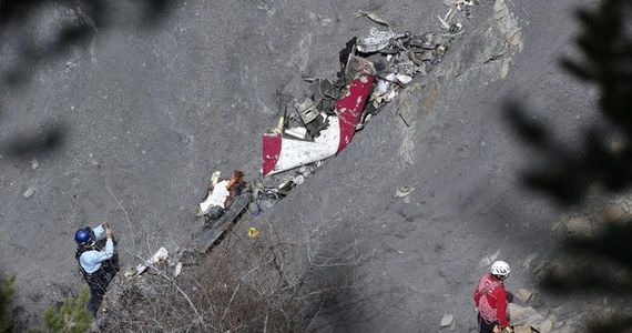Blisko 50 ton szczątków airbusa linii Germanwings, odnalezionych na miejscu katastrofy w Alpach, będzie badanych przez rok przez francuskich ekspertów. Następnie mają one zostać przekazane Niemcom - zapowiedziała prowadząca śledztwo prokuratura w Marsylii.