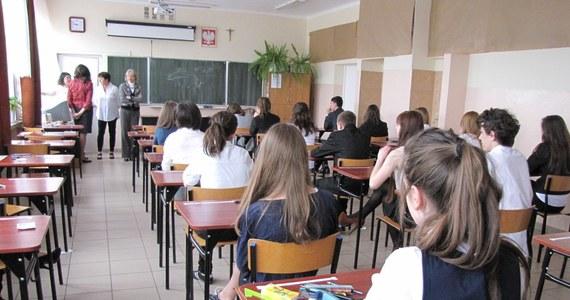 Egzaminy gimnazjalne czas zacząć! We wtorek uczniowie III klas będą zmagać się z częścią humanistyczną. Po południu na stronie RMF24 opublikujemy arkusze egzaminacyjne wraz z propozycjami odpowiedzi.