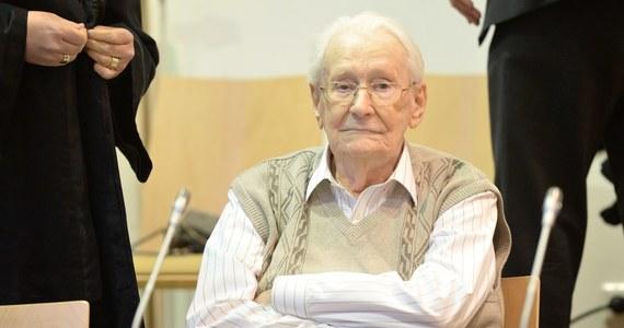 Przed sądem w Lueneburgu rozpoczął się proces 93-letniego byłego esesmana, strażnika z niemieckiego obozu Auschwitz, oskarżonego o pomoc w zamordowaniu co najmniej 300 tys. osób. To jeden z ostatnich procesów przeciwko hitlerowskim zbrodniarzom.