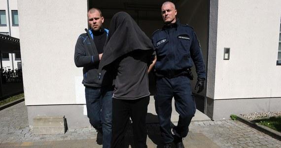 Przed południem na przejściu granicznym w Kołbaskowie 31-letni Adrian M., podejrzany o porwanie 10-letniej Mai z Wołczkowa został przekazany przez Niemców stronie polskiej. Mężczyzna trafi teraz do aresztu w Szczecinie.