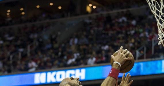 Marcin Gortat uzyskał 21 punktów i 11 zbiórek, a jego Washington Wizards rozgromili u siebie Toronto Raptors  125:94. Tym samym koszykarze ze stolicy jako trzeci zespół ligi NBA wygrali rywalizację play off 4-0 i awansowali do drugiej rundy.